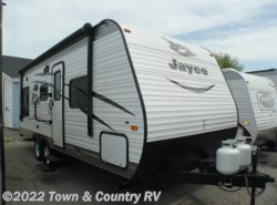 Used 2016  Jayco Jay Flight SLX 212QBW by Jayco from Town & Country RV in Clyde, OH