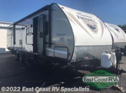 Used 2016  Coachmen Freedom Express 310BHDS by Coachmen from East Coast RV Specialists in Bedford, PA