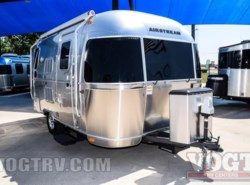 Used 2016  Airstream Flying Cloud 19 by Airstream from Vogt Family Fun Center  in Fort Worth, TX