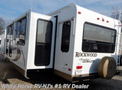Used 2012  Forest River Rockwood Signature Ultra Lite 8314BSS by Forest River from White Horse RV Center in Williamstown, NJ