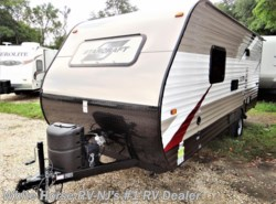 Used 2016  Starcraft AR-ONE 18QB by Starcraft from White Horse RV Center in Williamstown, NJ