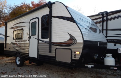 2019 Starcraft Autumn Ridge Outfitter 182RB Front Queen, Rear Bathroom