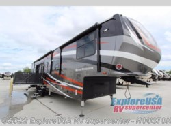 New 2018  Heartland RV Road Warrior 427 by Heartland RV from ExploreUSA RV Supercenter - ALVIN, TX in Houston, TX